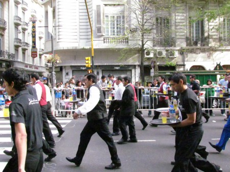The men head off, Waiter's Race, Buenos Aires
