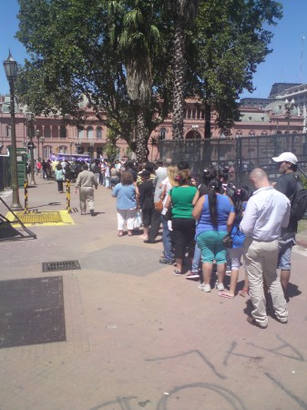 SUBE queue in the Plaza de Mayo