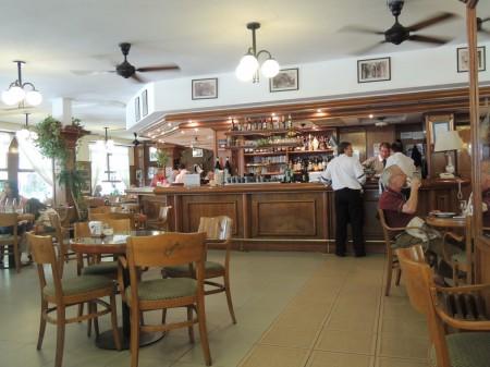 The bar, La Biela
